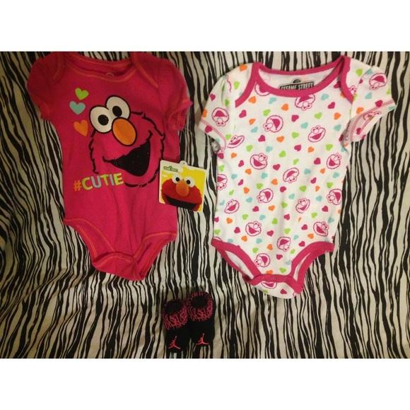 7a01e32e105f NIKE AIR JORDAN BABY BOOTIES 0-6M 2 ELMO BODYSUIT